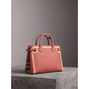 Burberry medium banner purse